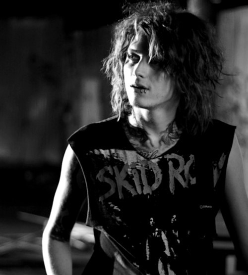 asking-alexandria-bampw-band-ben-bruce-black-and-white-Favim.com-340899.jpg