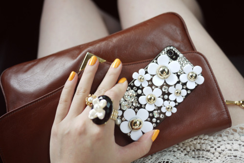 bag, clutch, cute, daisy, fashion, girl, orange, pretty, marc jacobs, iphone case, things, white, luxury, ring, nails, iphone, girly
