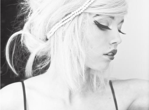 b&w, beautiful, black & white, black and white, blonde, blonde hair, fashion, girl, gorgeous, hair, headband, lashes, makeup, pretty, style, white