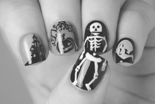 b&w, black and white, black nails, finger, fingers, halloween, hand, nail, nail art, nails, skeleton, skull