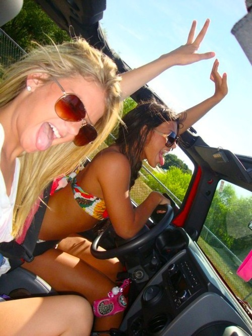 beach, bikini, blonde, blue, car - image #345448 on Favim com