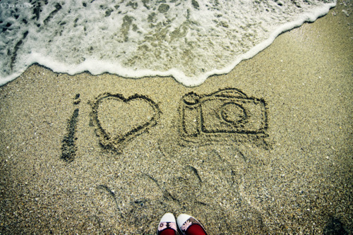 beach camera heart love photografia inspiring picture on favim beach camera 500x333