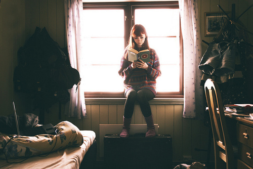 books, cute, film, film grain, girl, hipster, indie, reading, vintage, warm