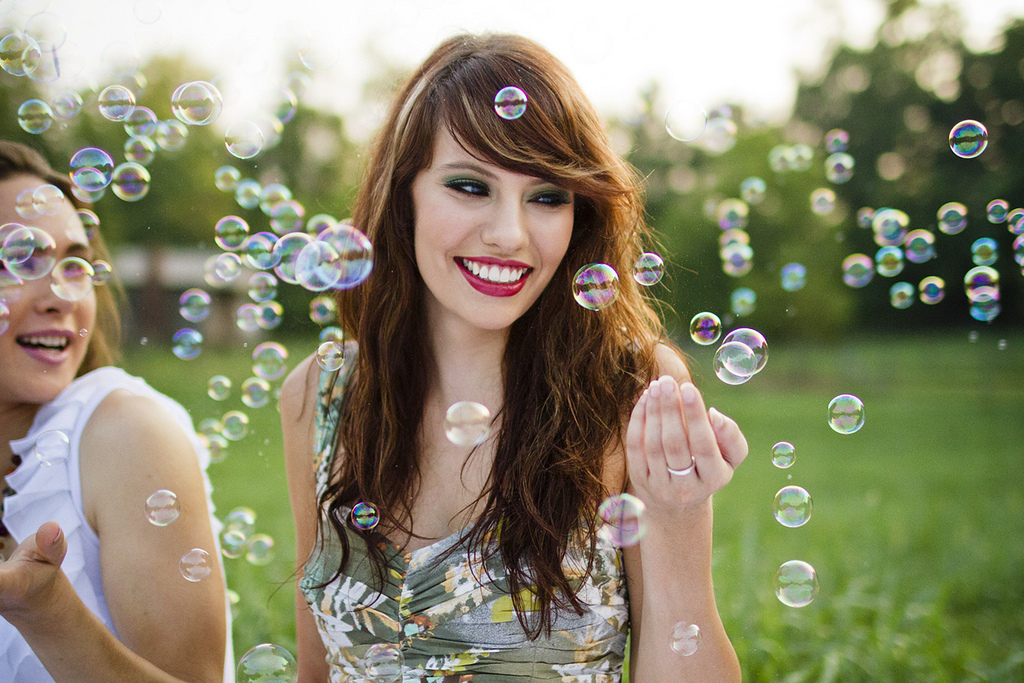 photo shoot ideas for senior picture, family picture, bubbles