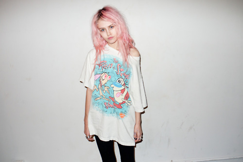 cartoon, charlotte free, colored hair, cotton candy colored, cotton candy hair, dyed hair, girl, grunge, grunge style, hair color, model, nickelodian, over-sized tee, pastel hair, photography, pink hair, ren & stimpy, t-shirt, teen, terry richardson