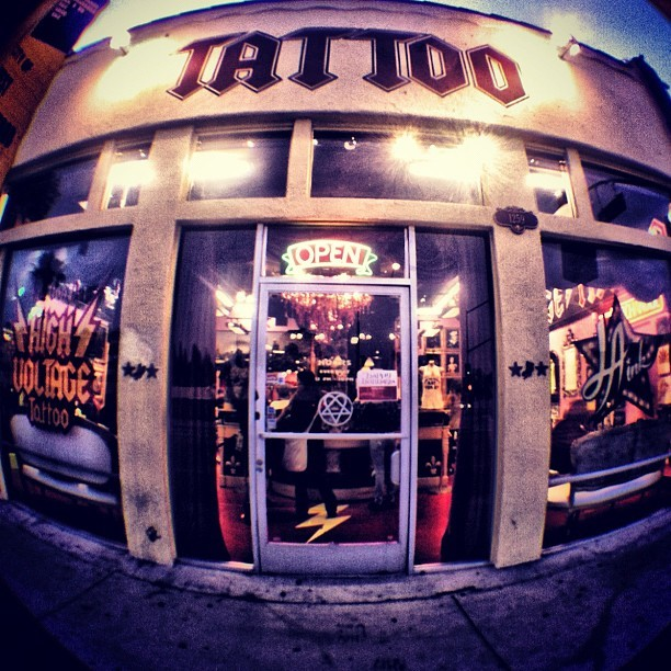 Top ten 39 s of all 20 nice looking in memory of tattoo designs for Tattoo shops los angeles