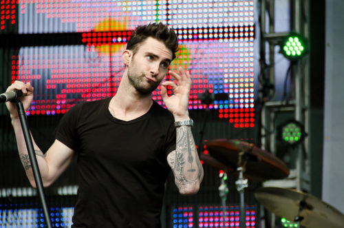 adam levine, concert, maroon5, music, tattoo