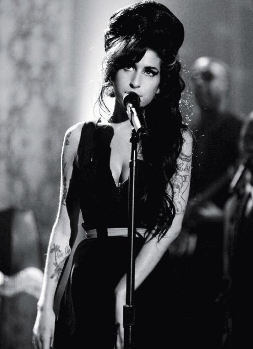 Amy amy winehouse b w black white black image for Old house music artists