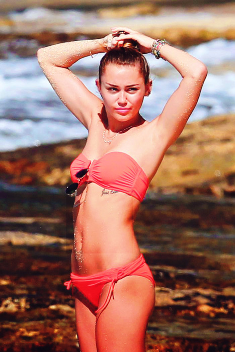 arms, beach, bikini, bracelets, cyrus, girl, hair, idaz, miley, miley cyrus, neckless, pretty, skinny, slut, summer, sunglases, whore