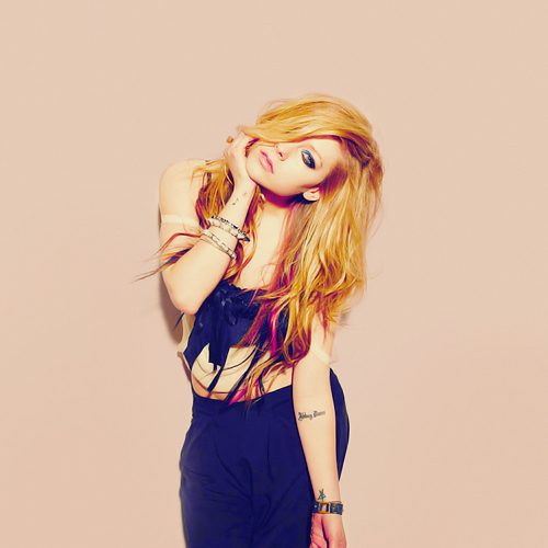 avril, avril lavigne, beauty, blonde, eyes, fashion, hair, i love her, princess, ring, star