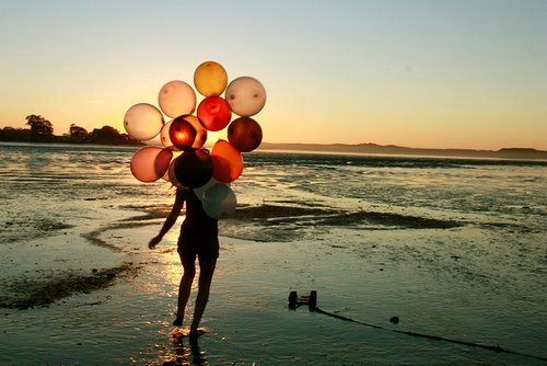 balloons, beach, girl, sea, sky - image #357473 on Favim.com
