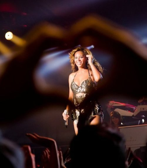 adorable, beautiful, bey, beyonce, concert, diva, fan, flawless, hair, hand, hand heart, heart, king b, live, live at roseland, lovely, mic, perfect
