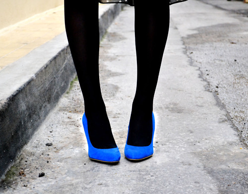 athena, athena politou, blogger, blue, closet, color, contrast, fashion, fashionista looks, legs, outfit, pumps, shoes, streestyle, style