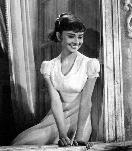 audrey hepburn, b & w, black and white, cute, pretty, retro, vintage