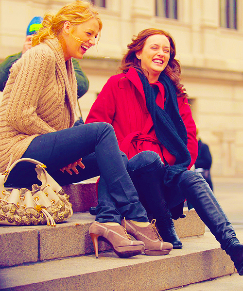 beautiful, blair waldorf, blake lively, blonde, brunette, famous, friends, gossip girl, leighton meester, serena van der woodsen, tv show