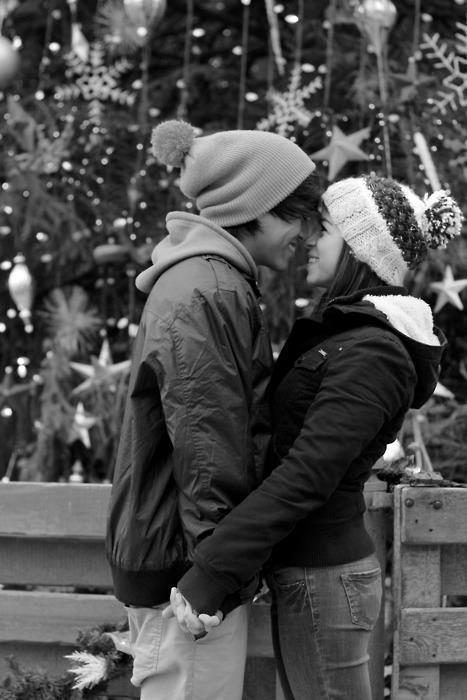 black and white, blackandwhite, boy, christmas, couple, cute, december, girl, guy, kiss, kissing, lovable, love, loving, luv, luving, moment, photography, snow, sweet, winter