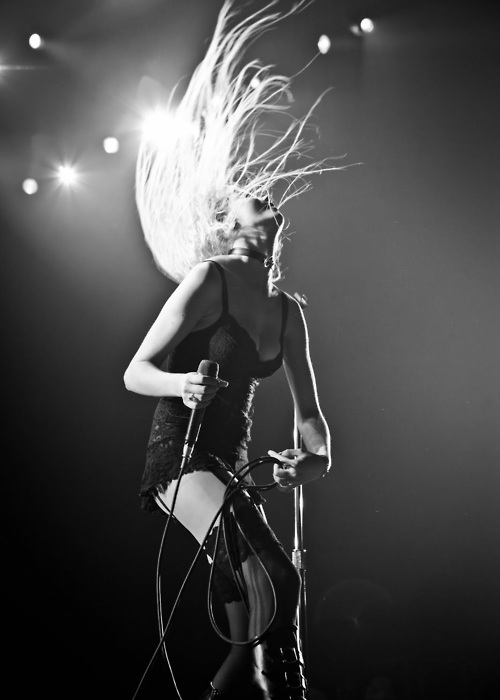 black and white, blonde, girl, hair, hot, music, taylor momsen