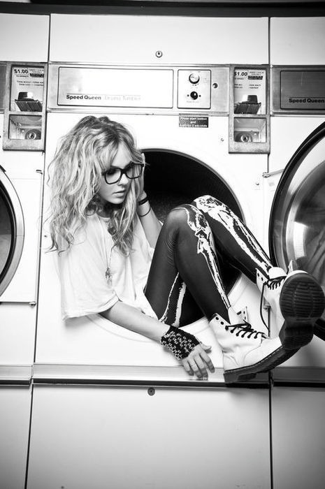 Blonde cool emo girl glasses image 362204 on for Interieur machine a laver