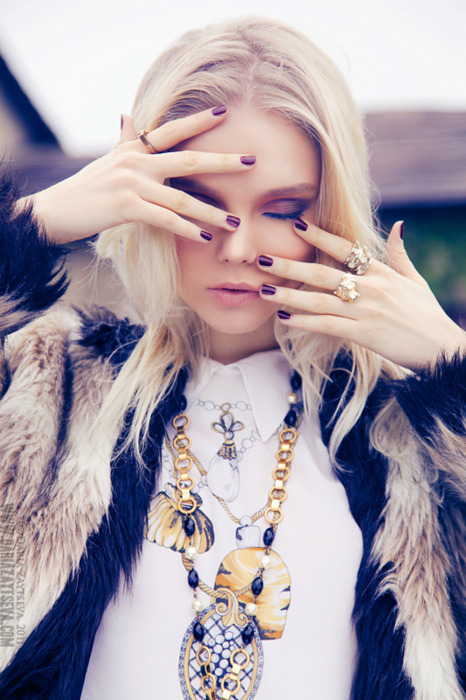 blonde, fashion, fur, girl, gold, jewerly, make up, model, nails, pretty, skinny