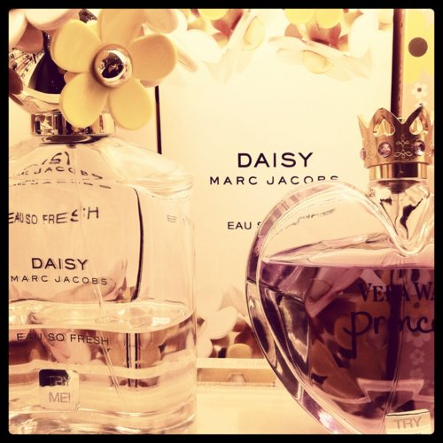 chick, daisy, famous, fashion, flowers, glamour, marc by marc jacobs, marc jacobs, perfume, princess, style, vera wang