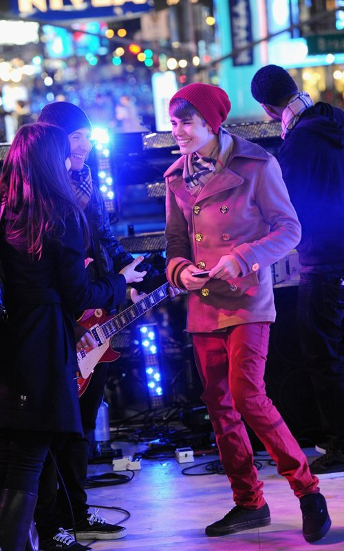 justin bieber, justin bieber new year, new year, time square ball