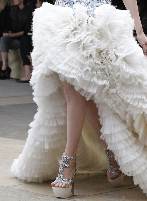 alexander mcqueen, catwalk, couture, fashion, girl, gorgeous, hair, makeup, mcqueen, model, models, outfit, photography, runawy, runway, style