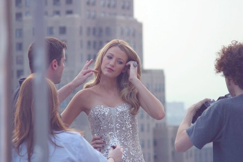 amazing, awesome, beautiful, blake lively, blonde, building, camera, cool, dress, fashion, girl, gossip girl, hair, hairstyle, heals, heand, magazine, model, new york, photgraphy, photo, pink, pretty, random, ring, runway, serena van der woodsen