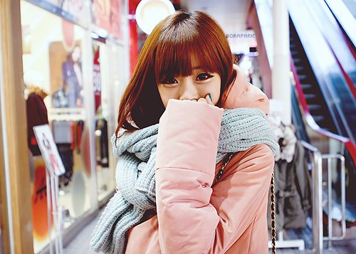 asian, coat, cute, fashion, girl, knitted, korean, makeup, nail polish, pink, pretty, pursue, scarf, shopping, song ah ri, ulzzang, warm