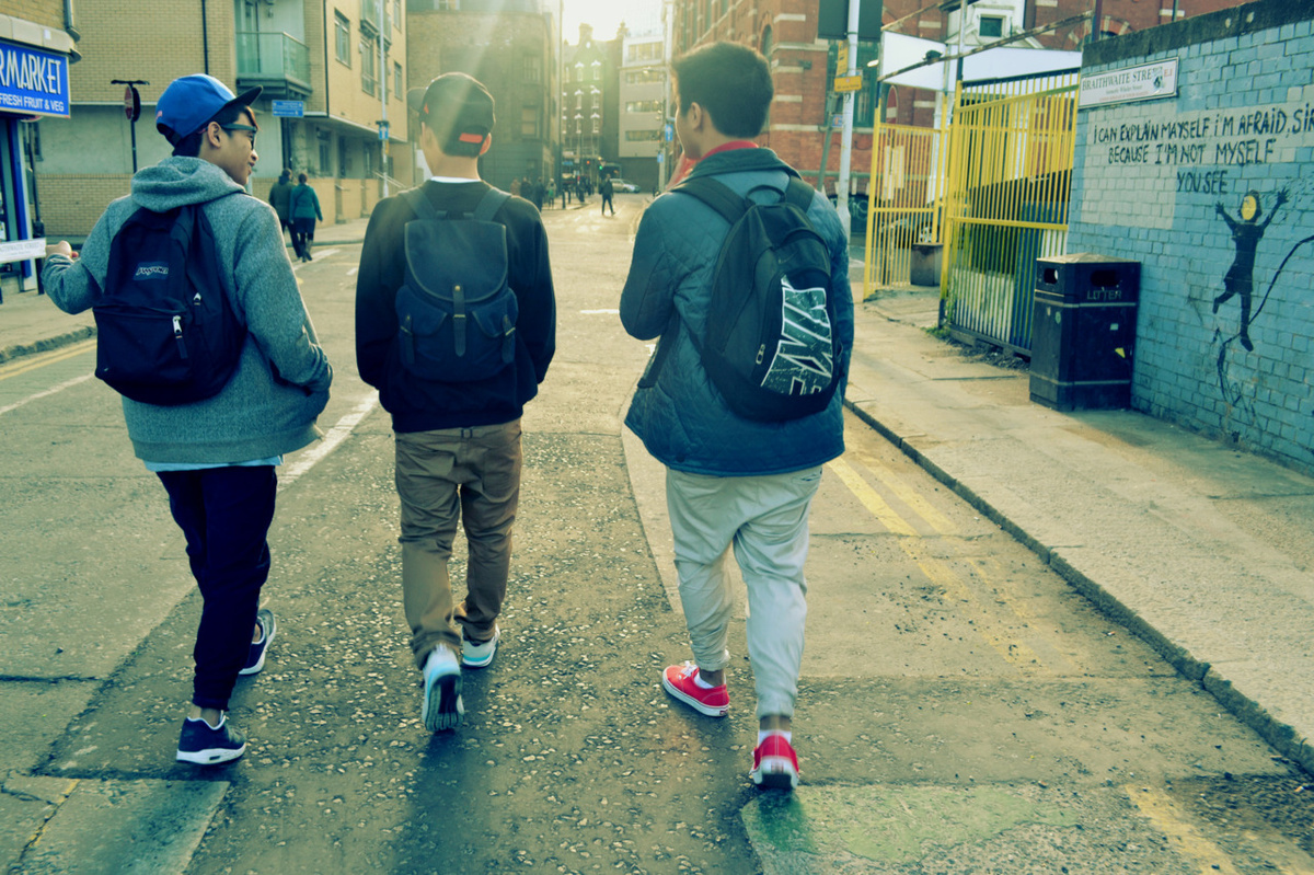 backpacks, boys, cute, friends, snapbacks