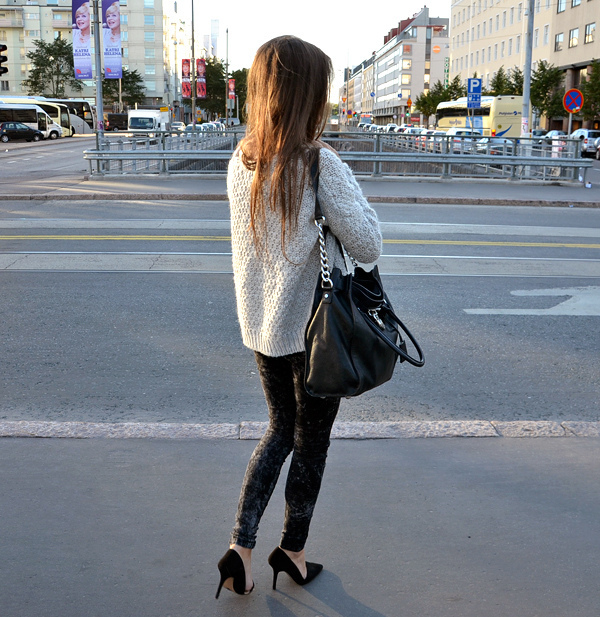 bag, city, girl, heels, jean, street style, sweater