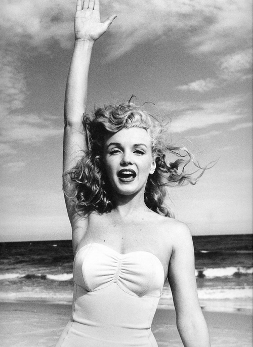 B w black and white blonde diva marilyn image - Marilyn monroe diva ...