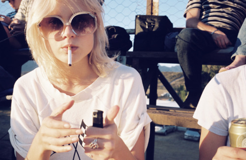beautiful, blonde, cigarette, girl, moda rock & roll, pretty, smoke
