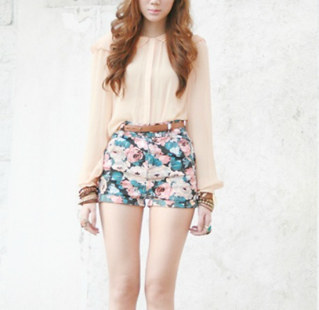 beautiful, blouse, brunette, curly, fashion, flowers, girl, hair, hairstyle, lovely, outfit, photo, photograph, photography, pretty, shorts, style
