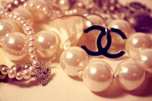 beautiful, chanel, glitter, gold, jewelry, necklace, pretty