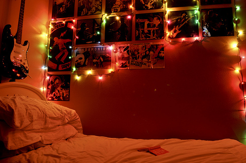 bed, bedroon, disc, green day, guitar, lights, my chemical romance, photo