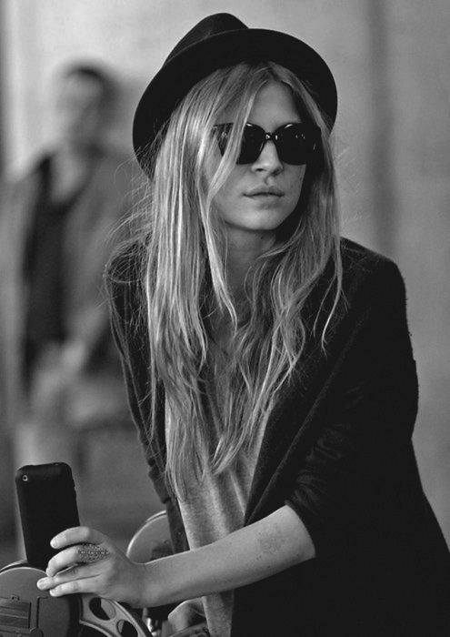 black and white, blonde, clemence poesy, clemency poesy, girl, photography, pretty, ray ban, sun glasses