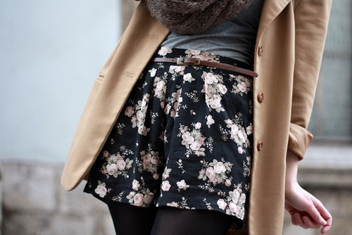 blazer, fall, fall fashion, fashion, floral print, floral print shorts, high waist, infinity scarf, knit, knit scarf, shorts, street fashion, street style, tights