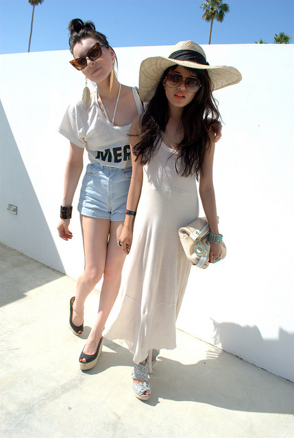 blog, blogger, brown hair, brunette, denim shorts, dress, girl, girlfriends, girls, hat, heels, high heels, olivia lo, style, sunglasses, top, white
