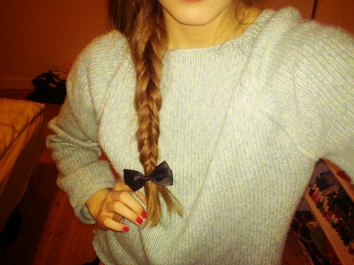 boq, braid, girl, mint, nails, red, sweater