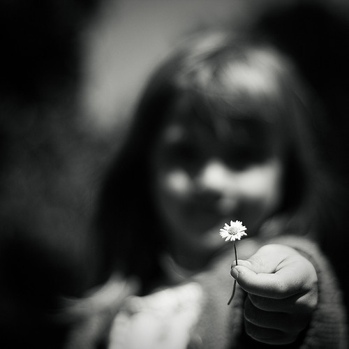 black, black white, children, crianca, cute, flower, girl, photograph, pretty, vintage, white