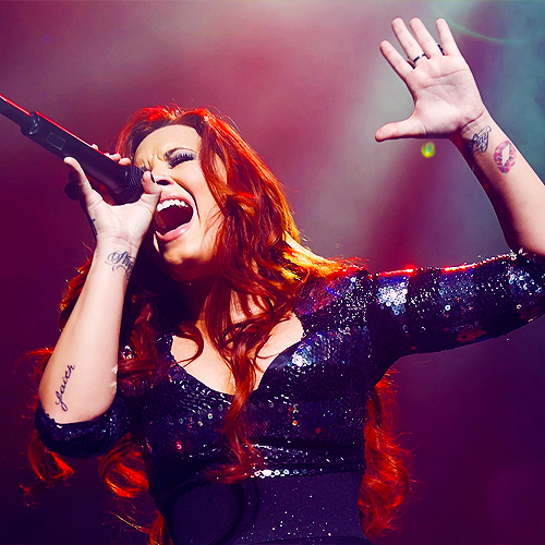 concert, demi lovato, singer, singing, tatto demi