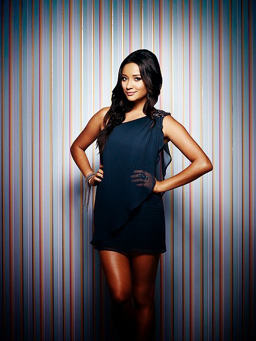 emily fields, look, pll, pretty little liars, shay mitchell