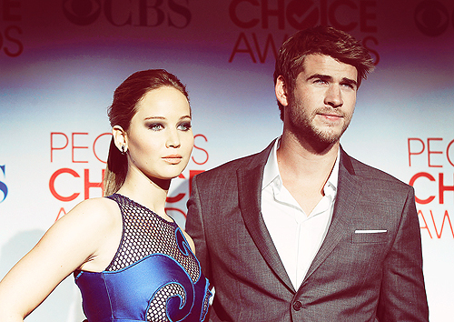 jennifer lawrence, liam hemsworth, the hunger games