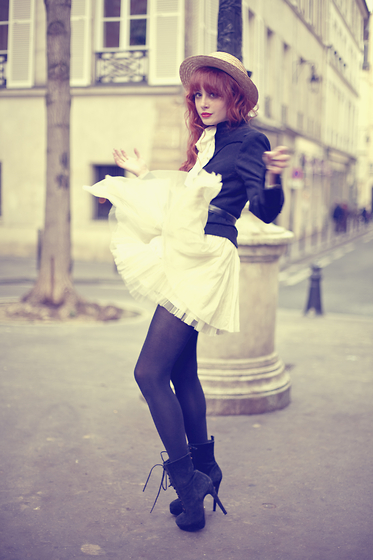 2012, amazing, beautiful, classy, diva, dress, fashion, girl, hair, hat, high heels, hipster, lips, lookbook, model, nice, paris, photography, pictures, red, red hair, shoes, spring, stylish, sweet, vintage, vogue, wind, wonderful