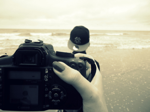 59fifty, beach, boy, camera, canon, cap, nails, sea