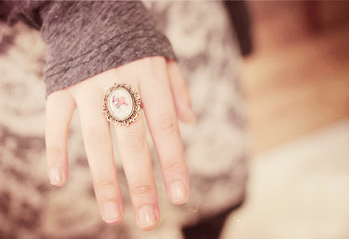 accessorize, camera, fashion, floral, girl, girls, golden, grey, hand, jewelry, jumper, old, photography, professional, ring, vintag, vintage, woman