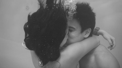 adorable, black, black and white, boy, bubbles, couple, cute, girl, grey, hair, kiss, kisses, kissing, love, lovely, naw, photo, photograph, photography, picture, under water, watch, water, white