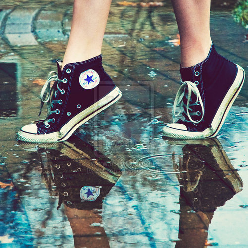 all star, black, black converse, converse, feet, puddle, puddles, rain, reflection, shoes