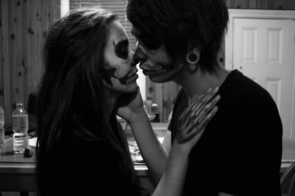 amazing, boy, couple, girl, hair, kiss, love, makeup, plugs, sweet, zombie