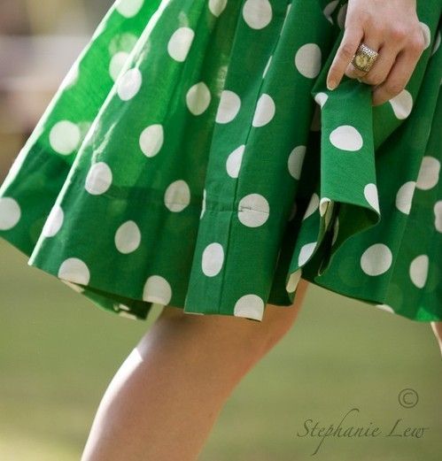 anillo, beautiful, cool, dots, dress, fashion, girl, glam, glamour, green, lady, lindo, lovely, lucy, lunares, moda, nice, photography, pretty, ring, sun, verde, vestido, vintage, walking, white